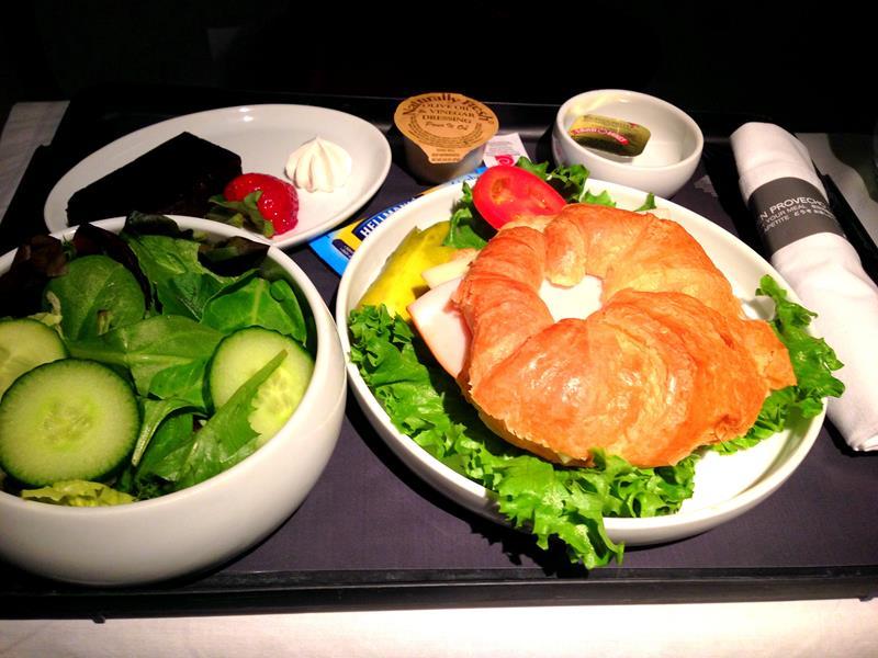 Abendessen auf dem Flug von Orlando nach Mexiko City in der Business Class von Aeromexico