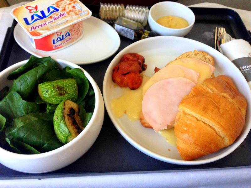 Abendessen auf dem Flug von Mexiko City nach Orlando in der Business Class von Aeromexico