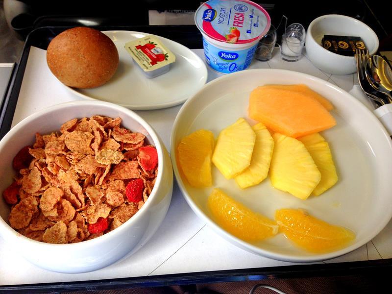 Frühstück auf dem Flug von Santo Domingo nach Mexiko City in der Business Class von Aeromexico
