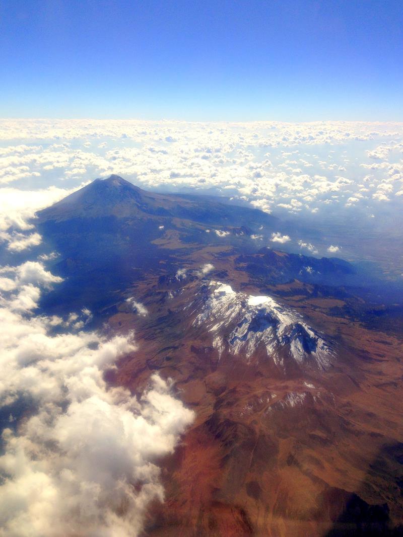 Ausblick auf den Popocatapetl während des Fluges nach Mexico City