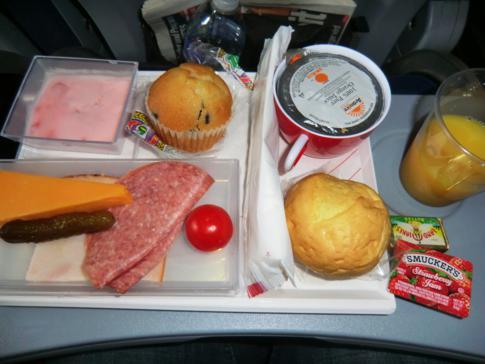 Frühstück bei Air Berlin auf dem Flug von New York (JFK) nach Berlin-Tegel