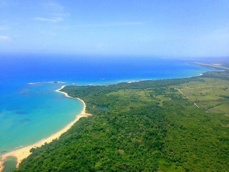 Traumhafte Aussichten auf die Nordküste der Dominikanischen Republik beim Anflug auf Puerto Plata