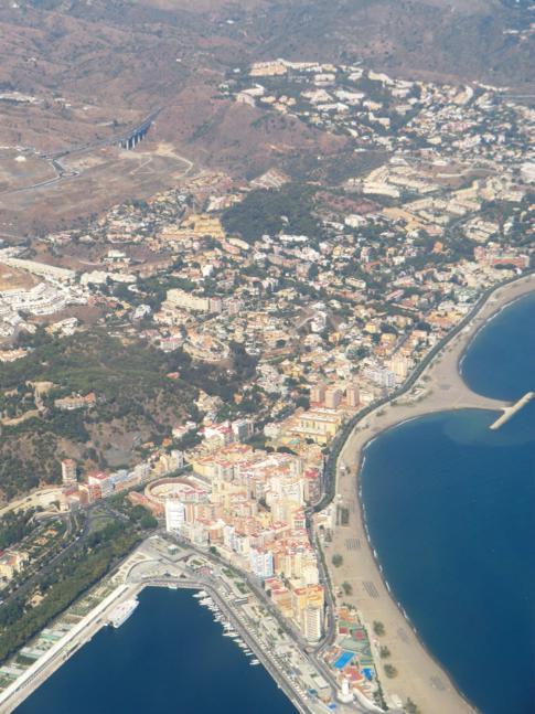 Der Hafen von Malaga während des Fluges mit Air Nostrum nach Melilla