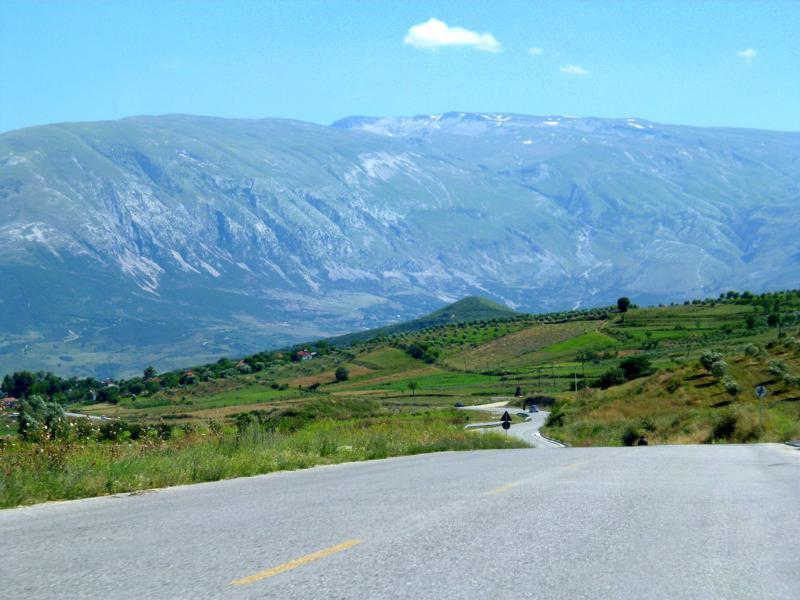 Traumhafte Fahrt durch das Dinarische Gebirge in Albanien
