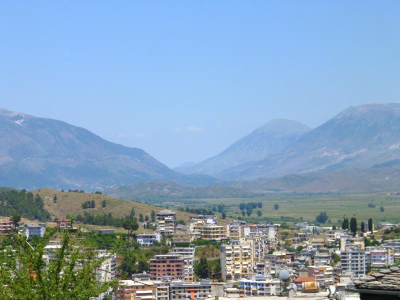 Blick auf Gjirokastra vom gleichnamigen Schloss