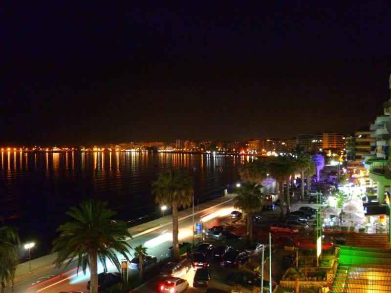 Vlora bei Nacht - auch so kann Albanien schön sein