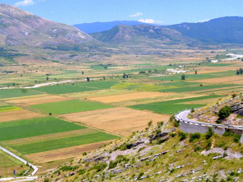 Blick auf das Drinotal zwischen Gjirokastra und Saranda