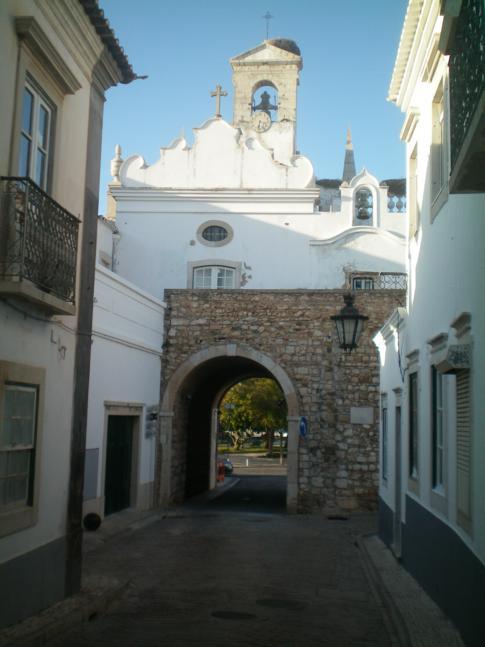 Die Rua du Municipio in der direkten Altstadt von Faro