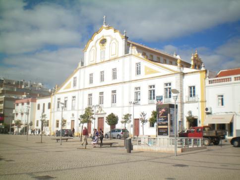 Der Platz der Republik in Portimao