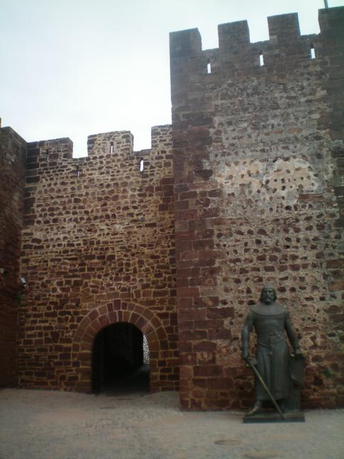 Die Burg Silves im Nordosten von Portimao