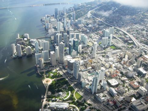 Blick auf Miami Downtown und den Bayfront Park nach dem Start in Miami