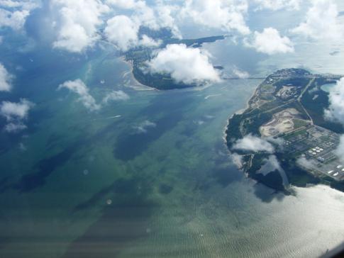 Blick auf Virginia Key und Key Biscayne nach dem Start in Miami
