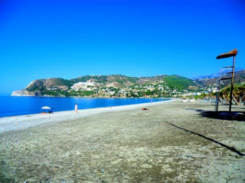 Der Strand im Ort La Herradura, ca. 2 Gehminuten von der Pension entfernt