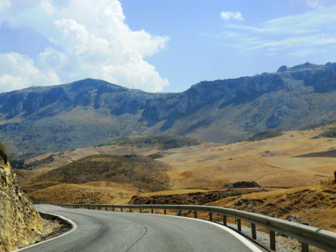 Antequera hinter uns, El Torcal noch vor uns - die beeindruckende Felsenwelt in Andalusien