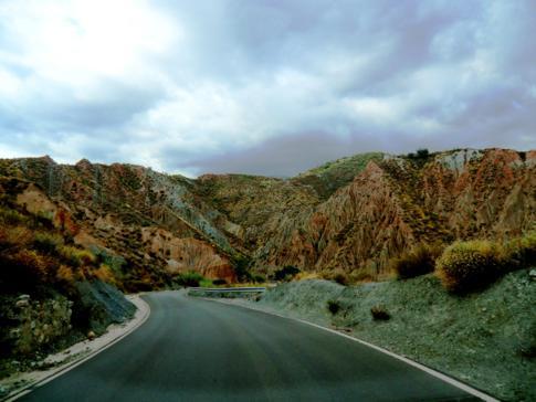 Die Straßen in Andalusien erinnern auch manchmal an den Bryce Canyon in den USA