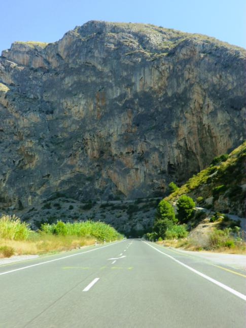 Wilde Felsenwelt auf der N323 kurz vor Velez de Benaudalla