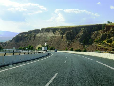 Eine der schönsten Autobahnen in Andalusien: die A92 zwischen Guadlix und Granada