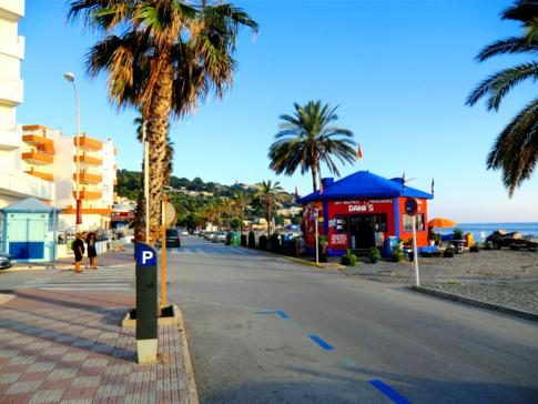 Die Promenade von La Herradura an der Costa Tropical