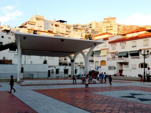 Innenstadt von La Herradura, ebenfals mit vielen weißen Häusern