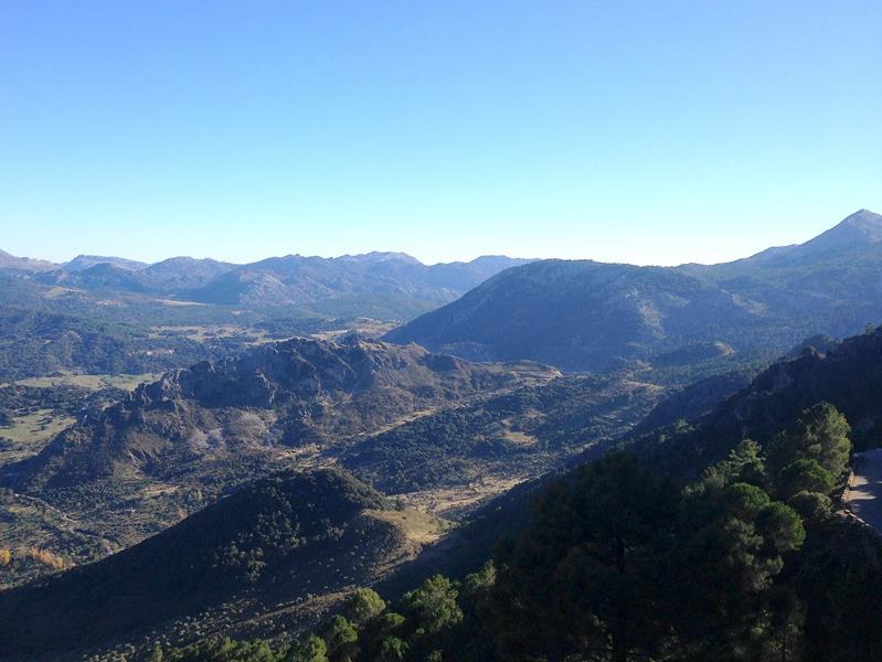 Die Straße CA9104 von Zahara de la Sierra nach Grazalema