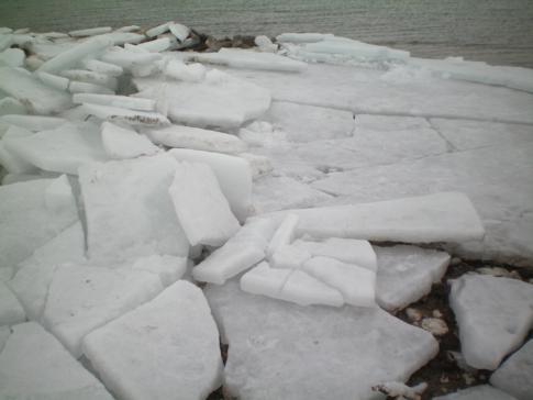 Salzschollen im Großen Salzsee auf dem zurück von Antelope Island