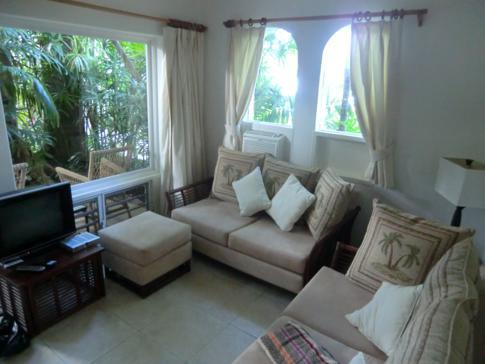 Das Wohnzimmer in unserer Superior-Suite im Siboney Beach Club