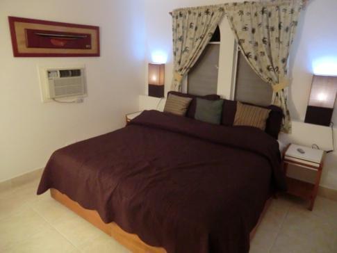 Das Schlafzimmer in der Superior Suite des Siboney Beach Club