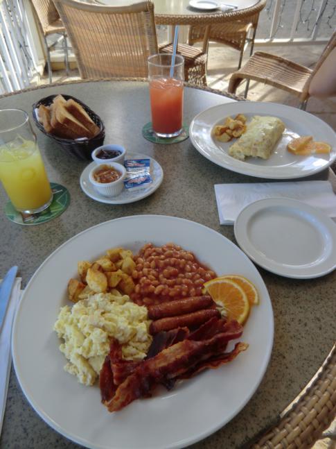 Leckeres Frühstück im Coconut Grove Restaurant in Antigua