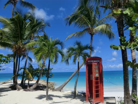 Die berühmte Telefonzelle in der Dickenson Bay in Antigua