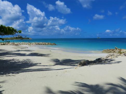 Die Dickenson Bay, ein Traumstrand in Antigua