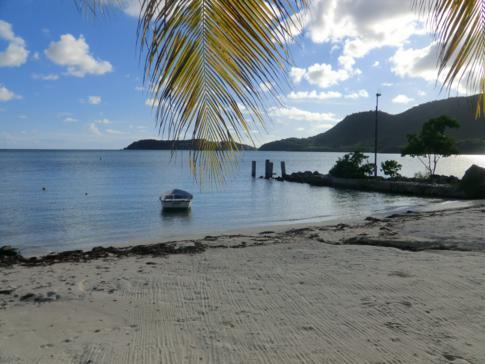 Der kleine Strand im Catamaran Hotel in Antigua