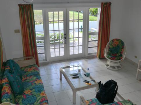 Das Wohnzimmer im 1-Bedroom-Apartment der Dickenson Bay Cottages