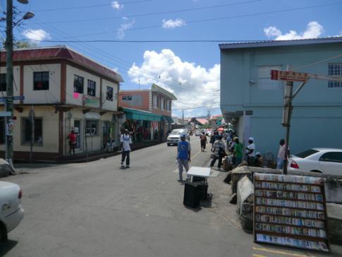 Die Market Street in St. Johns, der Hauptstadt von Antigua