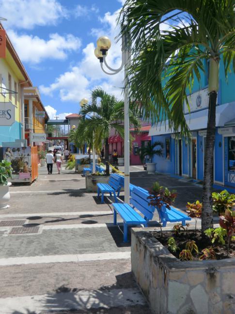 Der Heritage Quay, gemeinsam mit dem Redcliffe Quay die Einkaufspassage für Kreuzfahrtpassagiere in Antigua