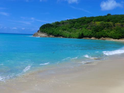 Der Hawksbill Beach auf Five Islands Village in Antigua