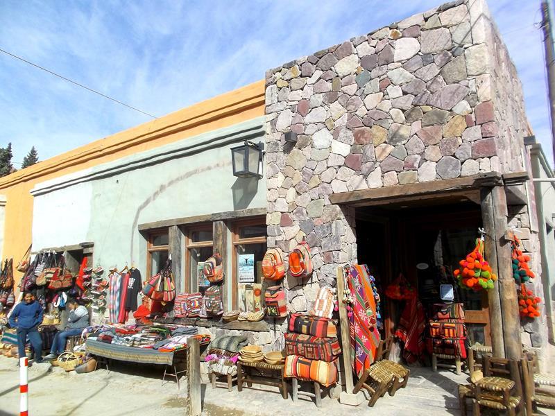 Purmamarca, der kleine Ort am Hügel mit den 7 Farben, dem Montana de siete colores