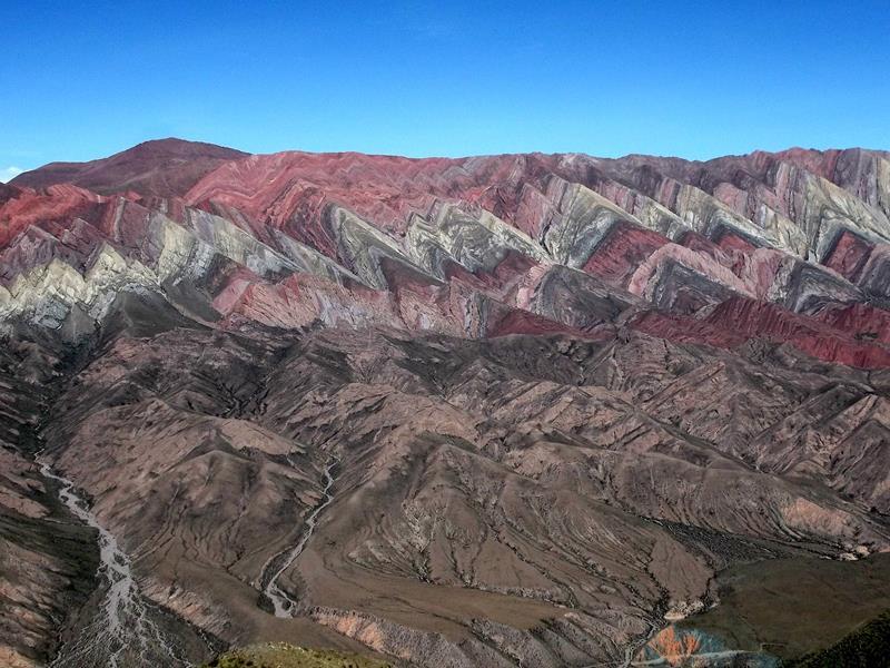 Der beeindruckend Mirador del Hornocal in Humahuaca im Norden von Argentinien