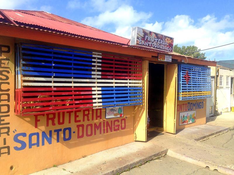 Fast der einzige Früchteverkäufer in Aruba