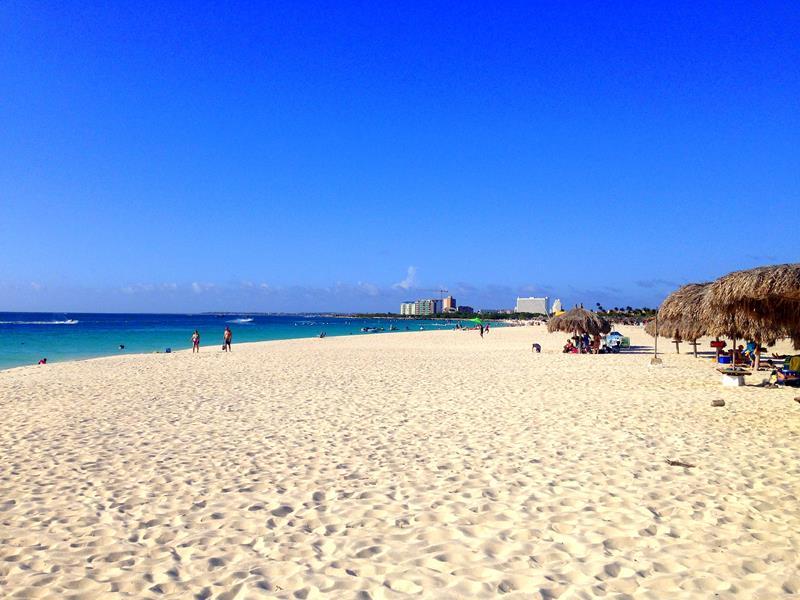 Der Eagle Beach auf Aruba, eine der schönsten Strände der Karibik