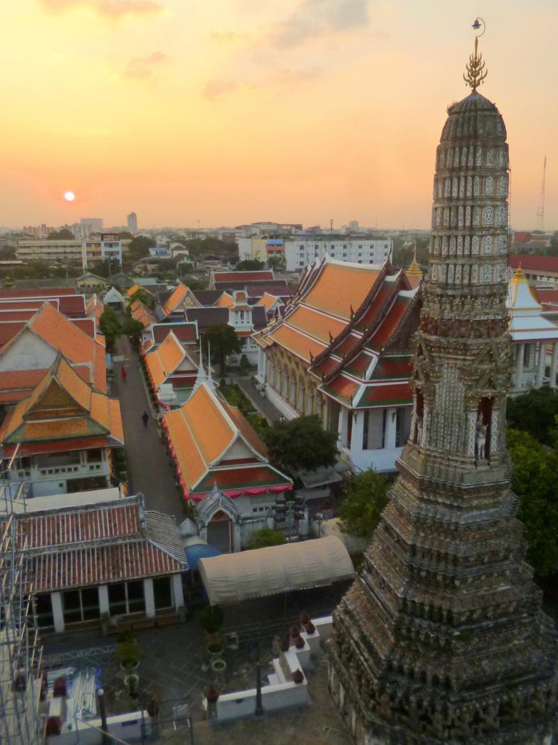 Der Wat Arun in Bangkok, eine der zahlreichen Tempelanlagen der Hauptstadt von Thailand