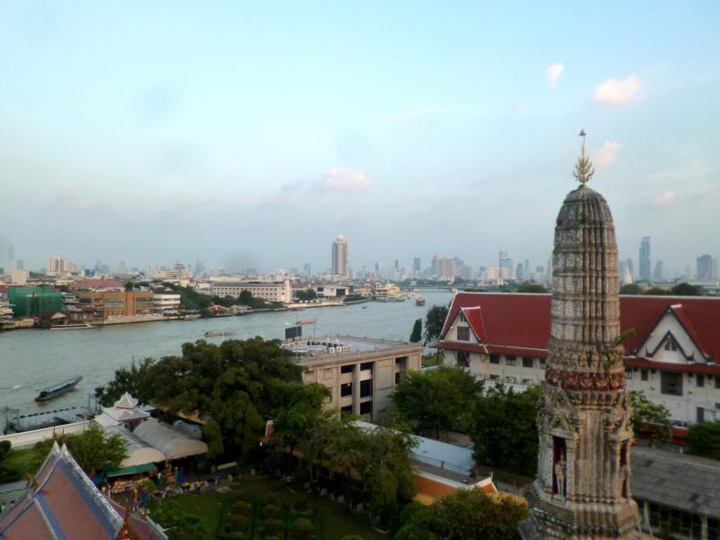 Blick vom Wat Arun auf den Chao Phraya