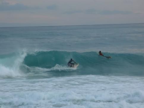 Surfer in der Cove Bay von Barbados