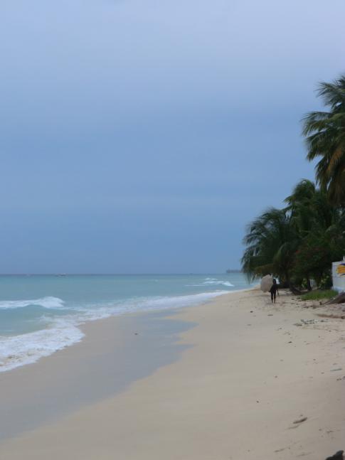 Der Strand am Fitts Village Esplanade zwischen Bridgetown und Holetown