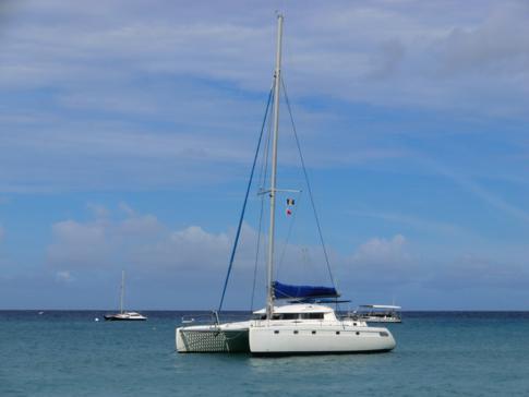 """Katamaran """"Good Times"""" vor der Westküste von Barbados"""