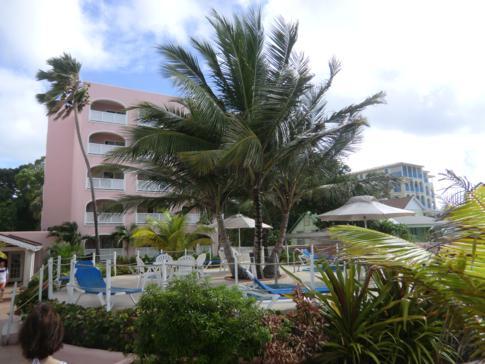 Außenansicht des Butterfly Beach Hotel auf Barbados