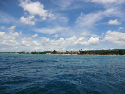 Blick während des Segelns auf die Westküste von Barbados