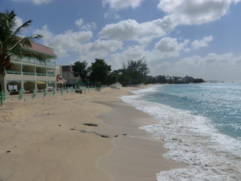 Der Strand vor dem benachbarten Coral Mist Hotel, zugleich Partner des Blue Orchids Hotel