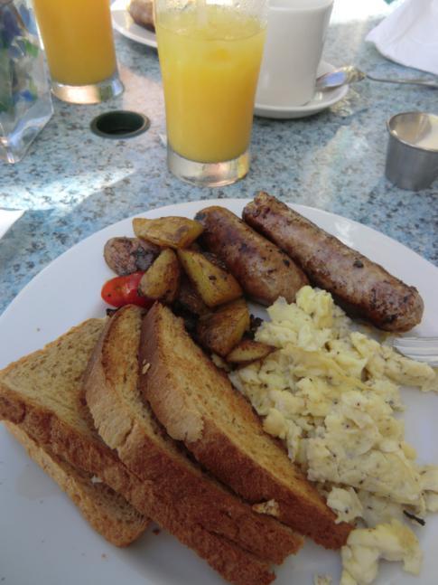 Frühstück im Restaurant des Coral Mist Hotel in Barbados