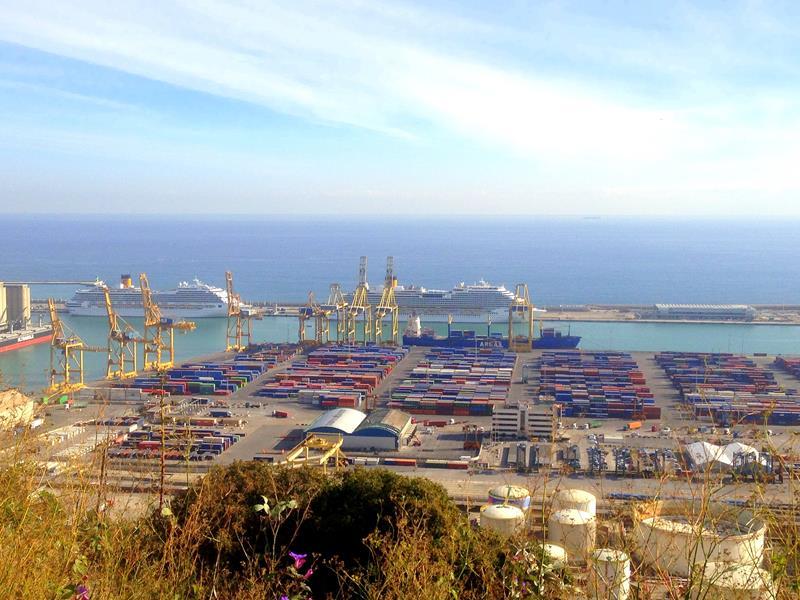 Blick von Mont-Juic auf den Hafen von Barcelona