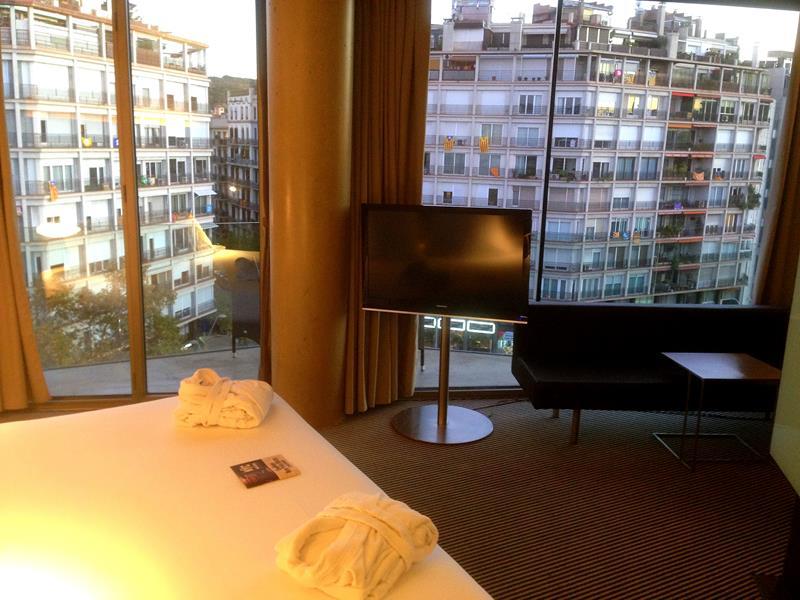 Zimmer mit Panoramafenstern im B Hotel in Barcelona